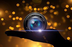 golden-lens-in-hand_960_720