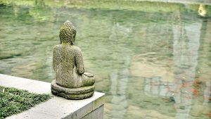 buddha-overlooking-pond_960_720